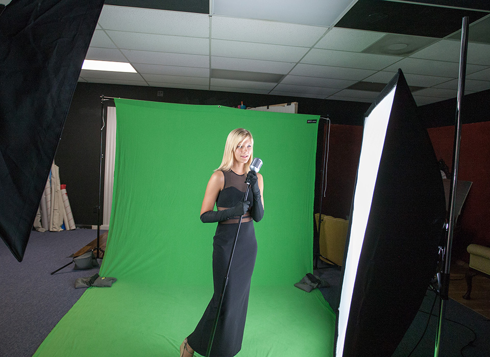 Behind the scenes of a green screen photography shoot