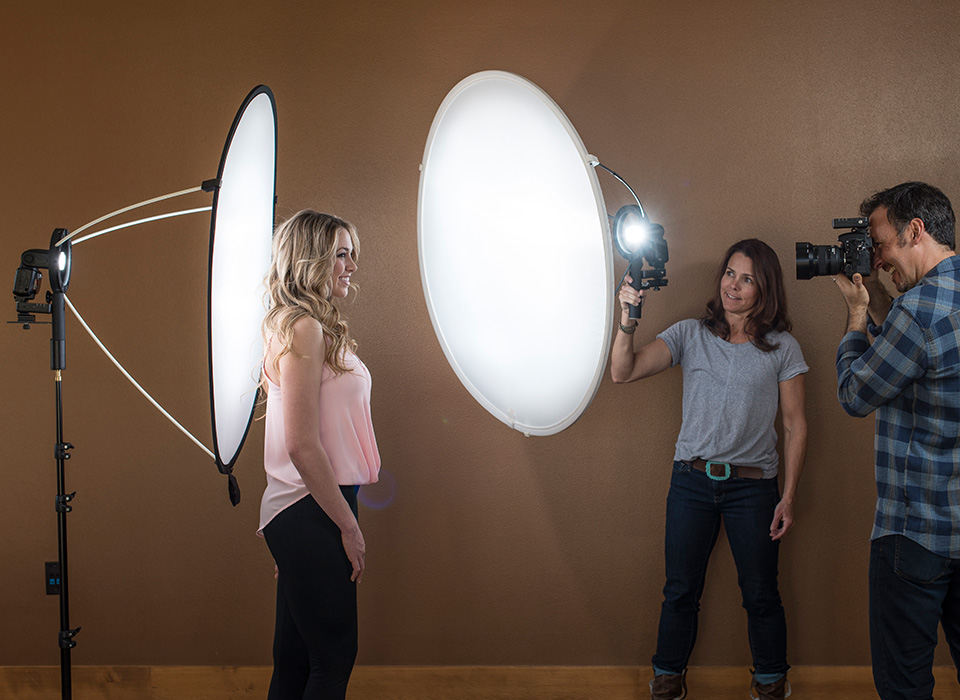 Studio lighting setup using speedlite and LunaGrip with diffusion reflector