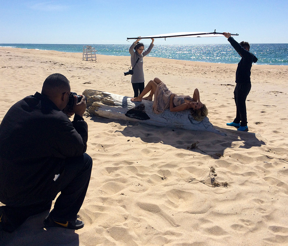 Diffusing sunlight on the beach during a portrait photo shoot