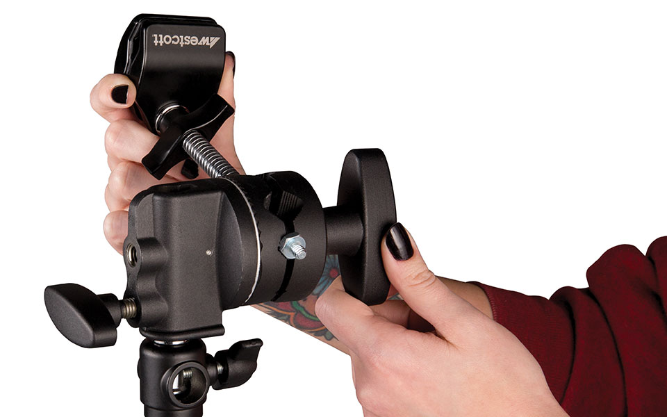 Grip head mount being attached to a light stand