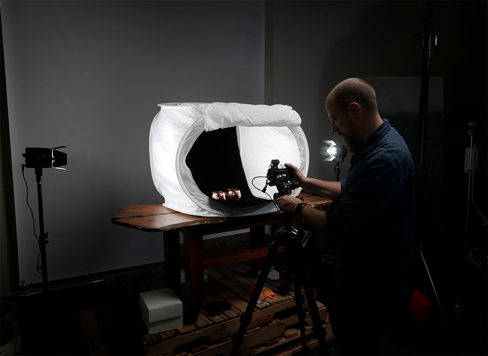 Photo lighting setup using light tent