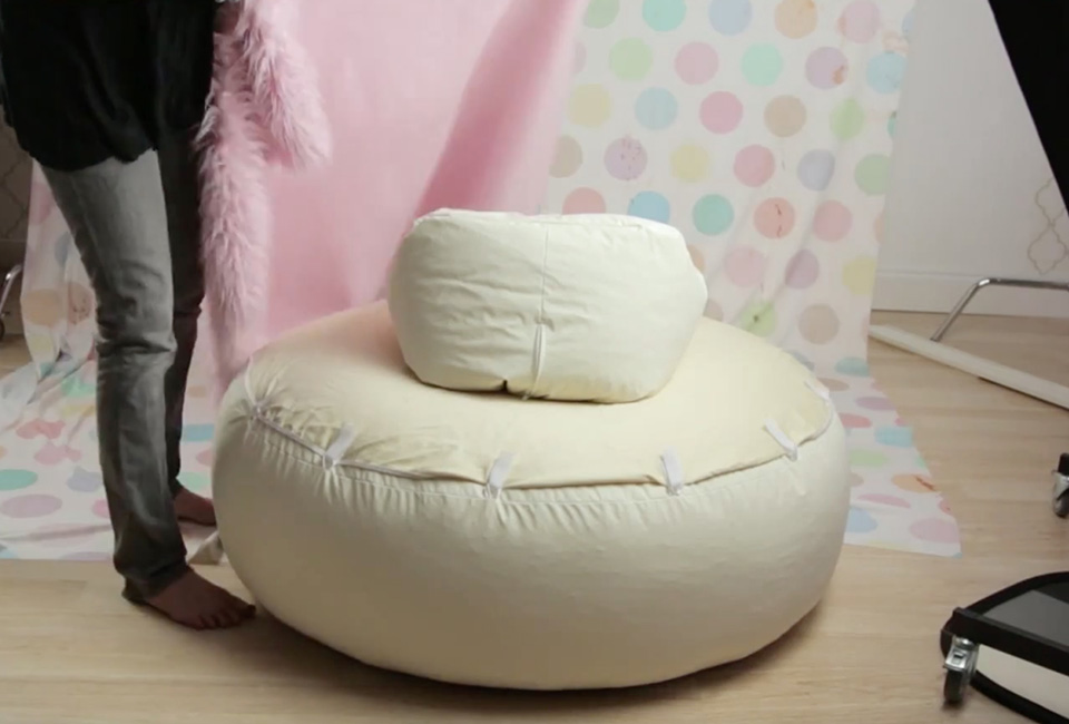 Newborn photography posing pillow chair in use