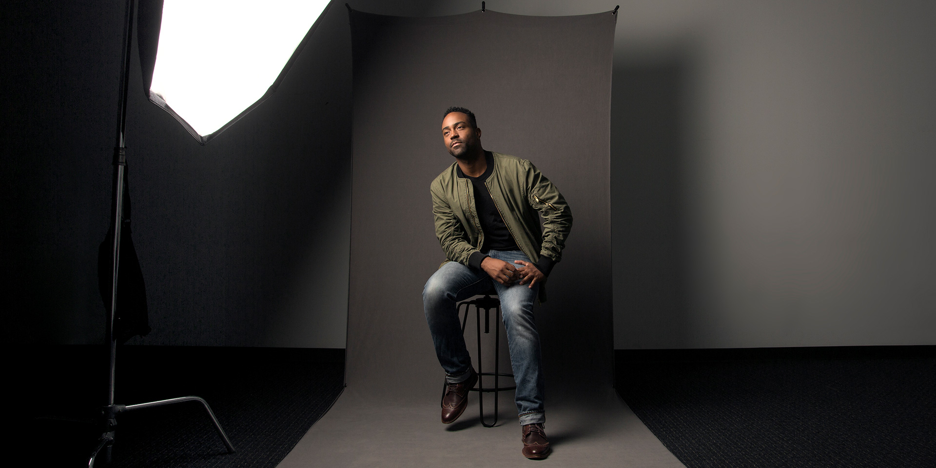 New portable backdrop sizes allow full-body portraits