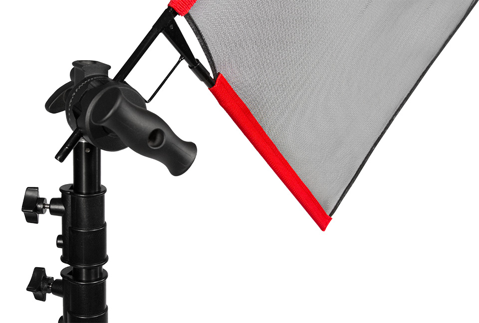 Mounting a fast flag with net fabric using a grip head