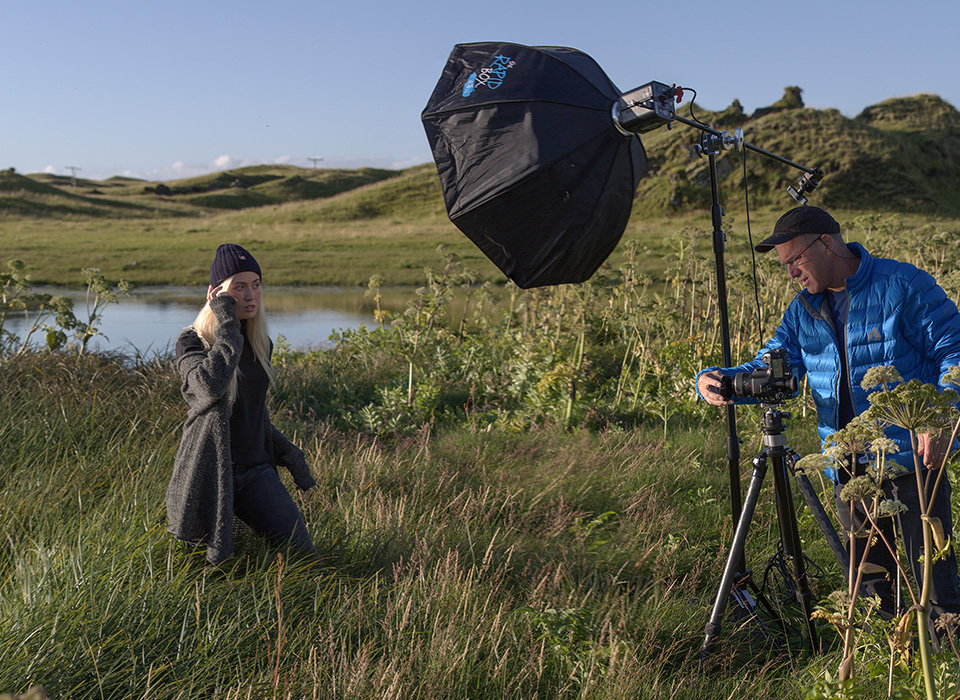 Joel Grimes on location using Rapid Box XL modifier