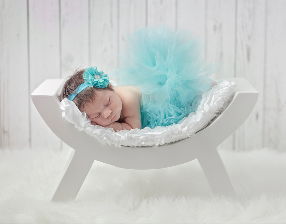 Little Portrait Studio photo of newborn with crochet hat