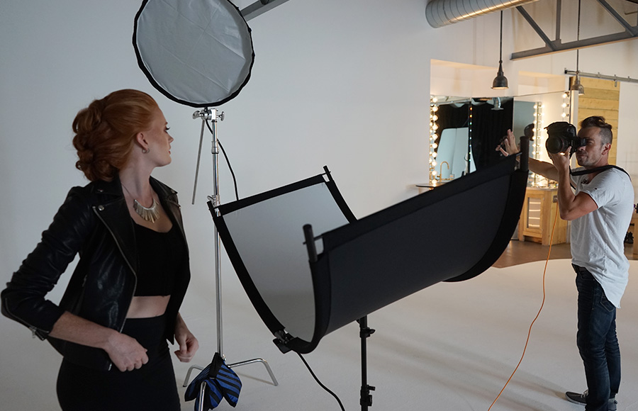 Photo shoot setup using Eyelighter with white fabric reflector