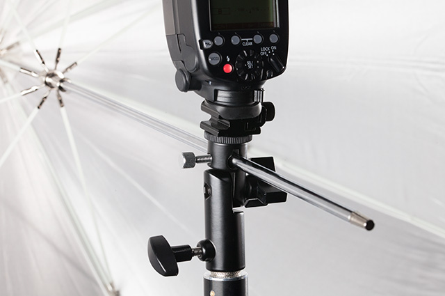 Umbrella mount with speedlite flash
